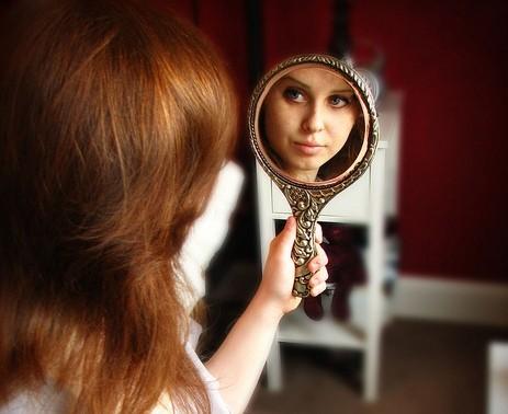девушки фото у зеркала